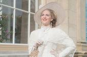Usmíval se elegantní viktoriánské ženy