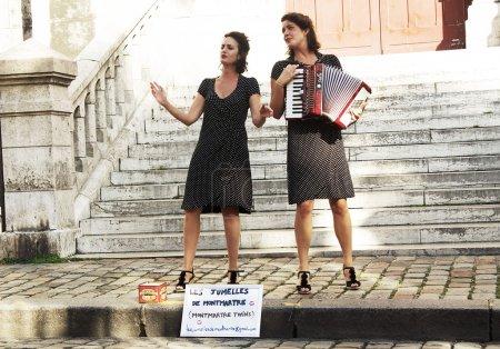 Постер, плакат: Parisian street actors , холст на подрамнике