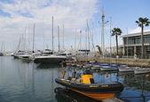 Plachetnice, jachty v Herzliji Marina