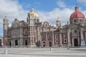 Régi süllyedő Basilica in Mexico City