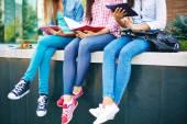 Studenti v těsné džíny
