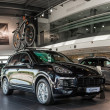 Постер, плакат: Kyiv Ukraine August 7th 2016: Porsche Cayenne with the Porsche bicycle