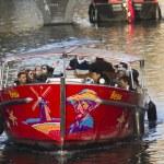 Постер, плакат: Van Gogh Canalboat in Amsterdam