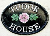Tudor house štítku