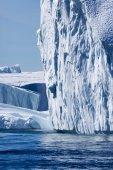 Enorme iceberg della Groenlandia