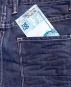 100 brazilské Reais v džínách kapsy