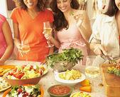 Multietnické kamarádky, příprava jídla