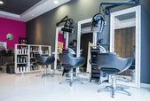 Belső üres modern haj- és szépségszalon