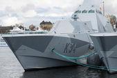 Stoccolma, Svezia - 23 aprile 2016: Due Corvette stealth militari nella classe Visby si imbarcò a Stoccolma. HMS Härnösand e Nykoping