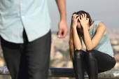 Rozpadu páru s záporák a smutnou holku
