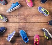 Běžecké boty na podlaze