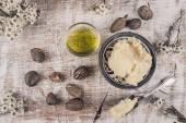 Shea-Öl und Butter mit Shea-Nüsse