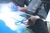 Dva kolegové webové stránky designer dat a digitální tabl