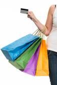 Nő a hitelkártya és a bevásárló szatyrok