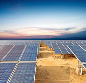 Solární panely - systém sledování太陽電池パネル - 追跡システム