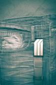 Jean a kožený opasek