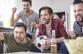 Meg nézi labdarúgó mérkőzés
