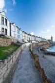 Barevné domy v ulicích Cornwall.England