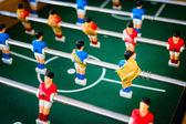 Giocatori di calcio tavolo rosso e blu, fuoco selettivo