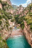 Fiordo di rozruch. Pobřeží Amalfi (Costiera Amalfitana) Itálie