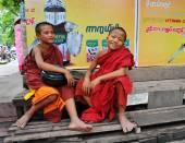 Barmský začínajícího chlapci v Mandalay