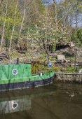 Narrowboat na kotviště