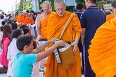 Chiang Mai, Thajsko - 31. května: Mnoho lidí dát jídlo a pití