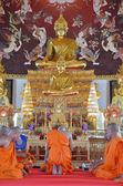 Slavnostní vysvěcení mnich