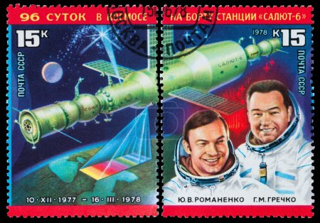 Постер, плакат: Russian astronauts, холст на подрамнике