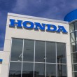 ������, ������: Indianapolis Circa August 2016: Honda Motor Co Logo and Sign Honda Manufactures Among the Most Reliable Cars in the World III