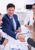 Üzletemberek, kezet rázott, értekezlet befejező