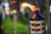 Bambusz lámpa világít