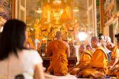 Unidentifield národy obřad nové vysvěcení v Royong chrámu Thajsko