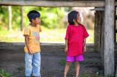 Loreto, Peru - január 02: Azonosítatlan helyi gyerekek pózoló ca