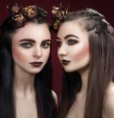 Két gyönyörű nők art széles szemöldök és barna rúzs egy
