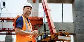 Stavební dělník v budování webu