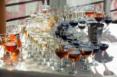 Recepce, skleněné sklenice, víno, koňak