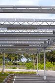 Solárních článků na střeše na parkovišti