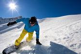 Mladý muž, snowboarding