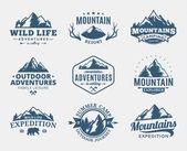 Set di montagna di vettore e logo di avventure allaria aperta. Turismo, trekking e campeggio etichette. Montagne e icone di corsa per organizzazioni turistiche, eventi outdoor e campeggio tempo libero