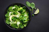 čerstvý zelený salát