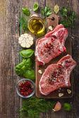 Sertés karaj Setzer, fűszerek és gyógynövények