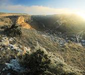 Napkelte felett a havas sziklák