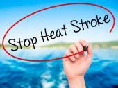 Man Hand schreiben Stopp Hitzschlag mit schwarzen Marker auf visuelle sc
