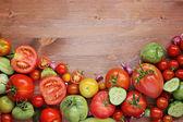 čerstvá červená a zelená rajčata