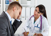 Concerned beautiful female medicine doctor listening carefully p