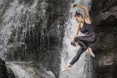 Skok přes vodopád