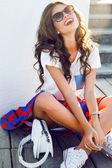 Krásná mladá brunetka