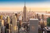 New York-i skyline egy napsütéses délutánon
