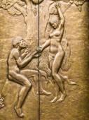 Eve nabízí Adam zakázané ovoce
